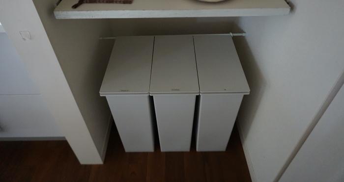 無印のシンプルなゴミ箱