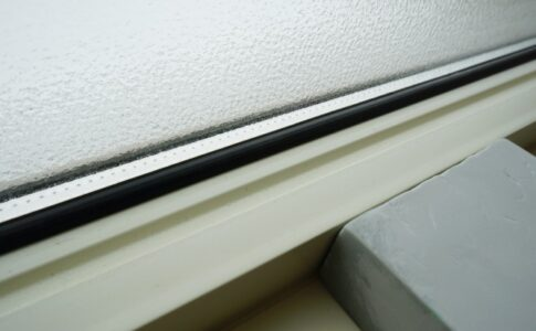窓の結露取り